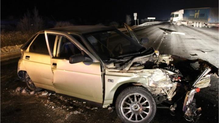 Не поделили перекресток: в Кургане легковушка столкнулась с грузовиком