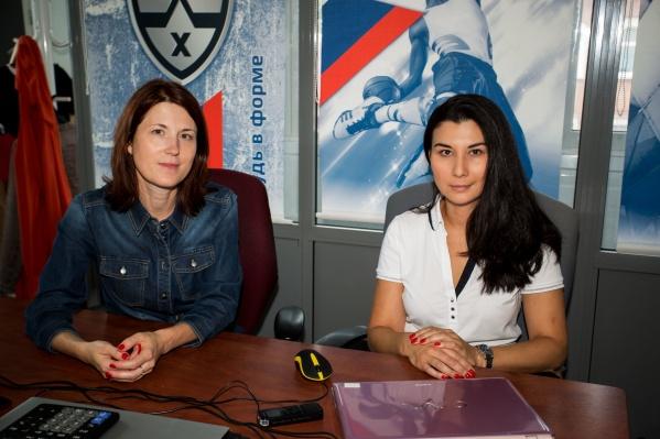 Арина Агафонова (слева) и Софья Мурзинцева (справа) открыли своё дело в декабре 2017 года. 1 декабря, в День российского хоккея, они придумывали название своей компании и логотип