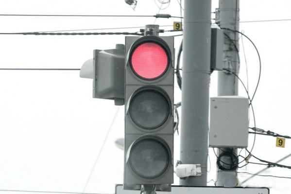 На одном из центральных перекрестков горда изменили работу светофоров
