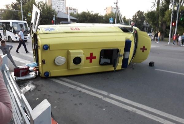 Машина скорой мчалась на экстренный вызов: подробности вечерней аварии на Харьковской