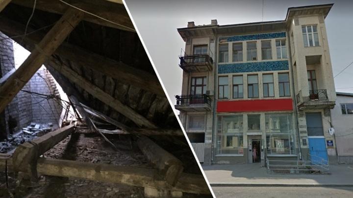 Дождь в квартире — не ЧП: самарские чиновники высказались про обрушение крыши в доме-памятнике