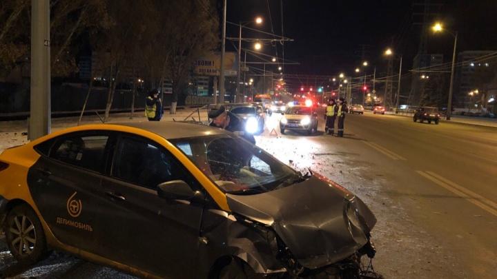 Самарцы угробили каршеринговый автомобиль на Московском шоссе