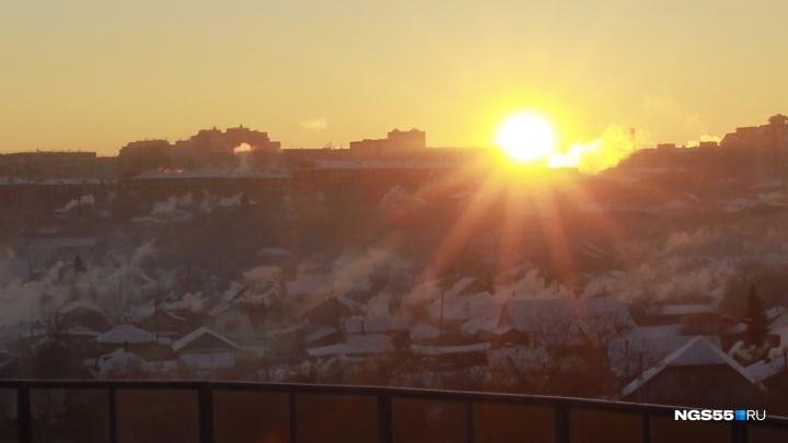 «Нас потравили опять»: омичи обсуждают недавние выбросы в атмосферу