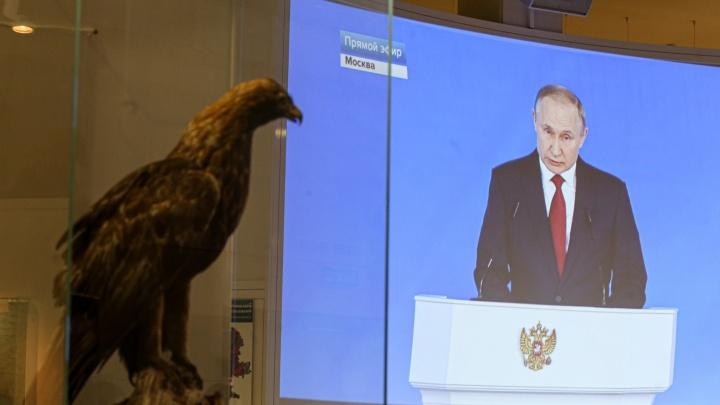 Деньги всем и последний срок президента: краткое содержание речи Путина Федеральному собранию