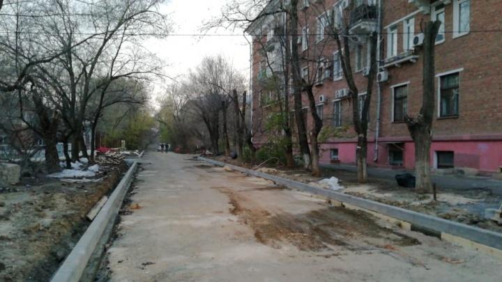 «И на нашу улицу пришел праздник»: начался ремонт дороги на Гуртьева в Волгограде