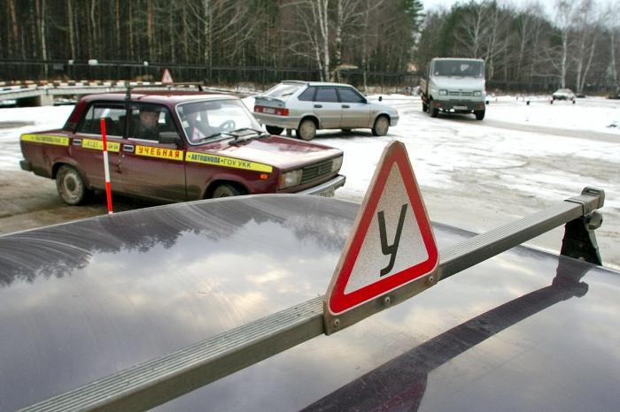 Экзамен на автодроме придётся сдавать при каждой попытке получить права