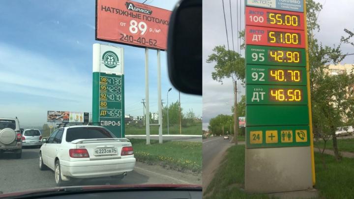 Две сети АЗС вновь подняли цены на самую ходовую марку бензина