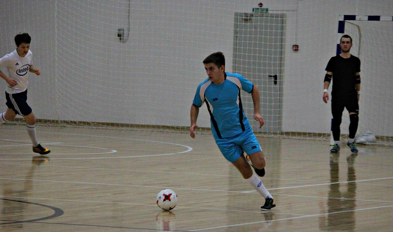 Мини-футбольная карьера Сергея Грачева (в воротах) тоже складывалась достаточно успешно