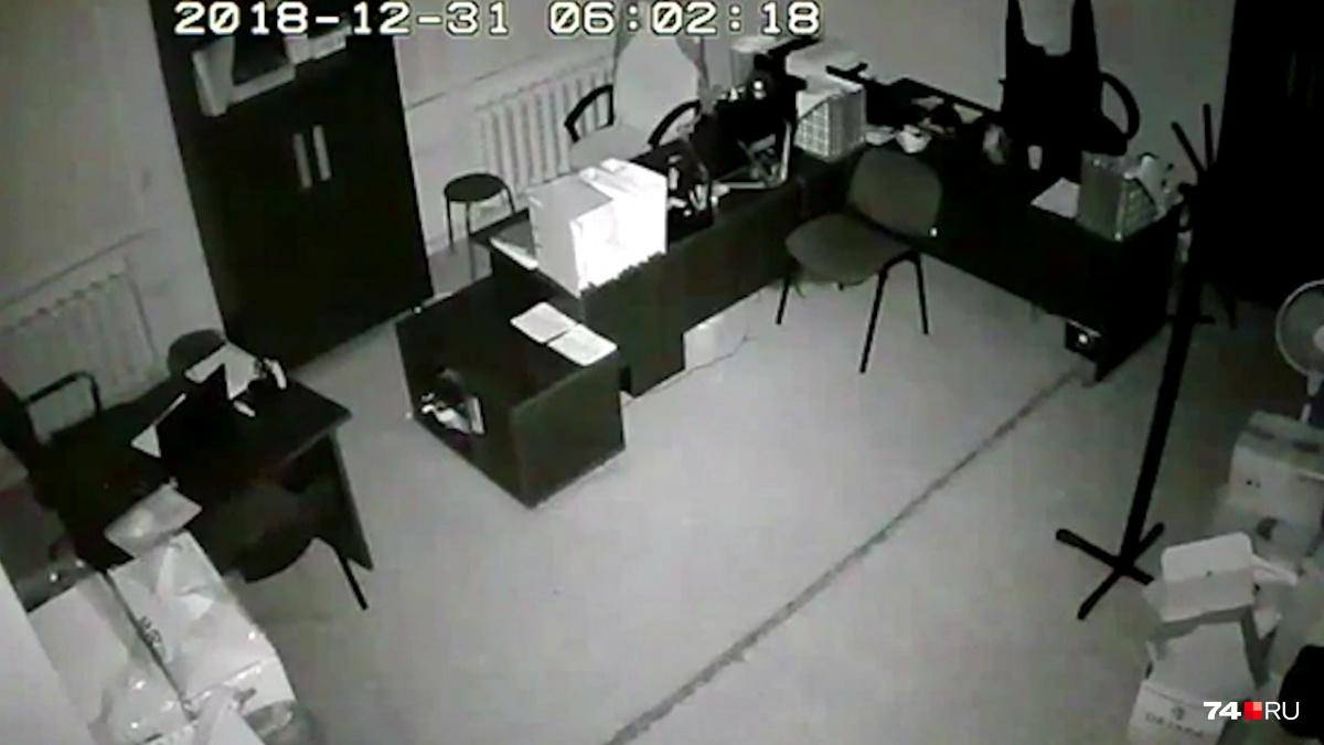 Часы на записи показали точное время взрыва — 6:02.