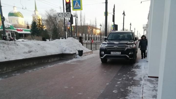 «Я паркуюсь как...»: всё для водителей, или выпуск о пешеходах, оставшихся без тротуаров и переходов