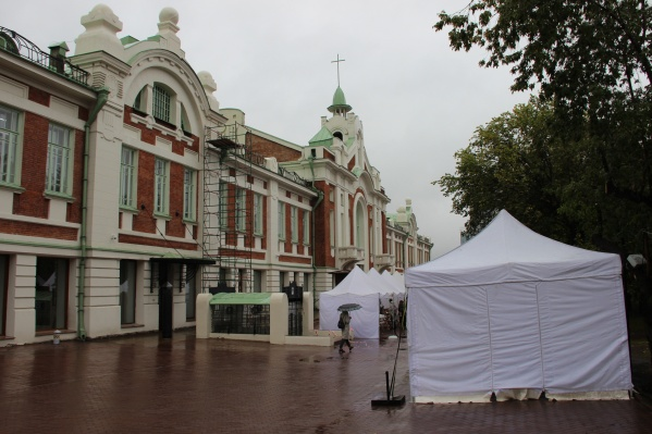 Литературный фестиваль «Новая книга» из-за дождя в этом году начался не так бодро, как в прошлом