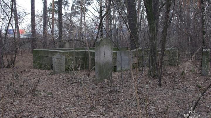 На старом Мусульманском кладбище возьмут под охрану склеп известных уральских купцов