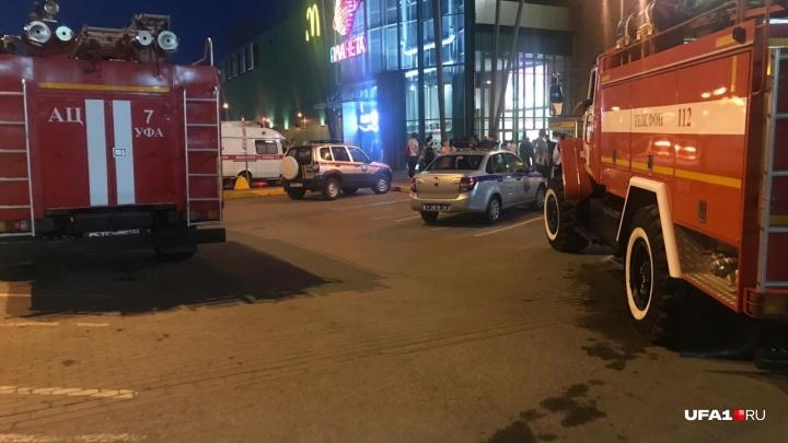 Сообщение о пожаре в ТРЦ «Планета» в Уфе: по тревоге эвакуировали 400 человек