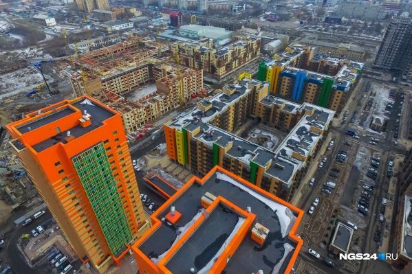К 1977 году Кировский район, который занимал все правобережье, стал слишком громоздким. Его решили упразднить и выделили Свердловский
