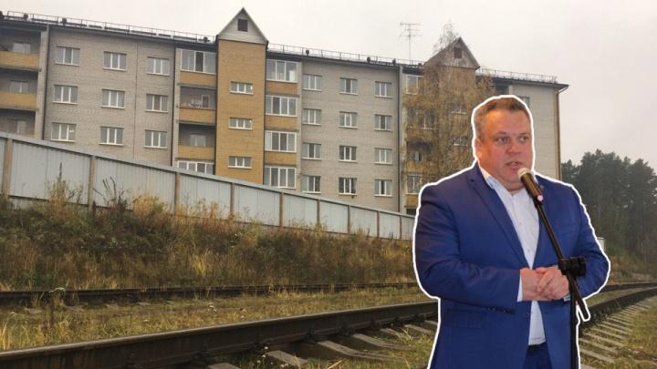 Экс-главу Винзилей судят за заплесневевшую пятиэтажку, построенную у завода. Подробности заседания
