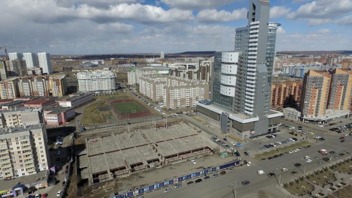 Котлован под ЖК «Столичный» подмывает самое высокое здание Красноярска
