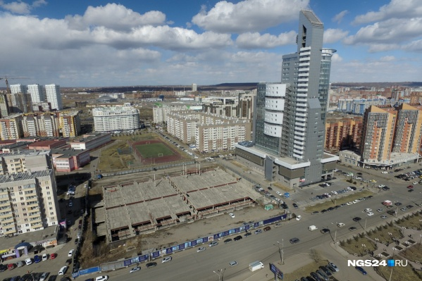 Стройплощадка «Столичного» находится за «Первой башней»