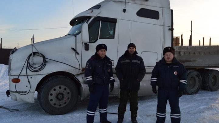 Полиция помогла застрявшему в Прибайкалье новосибирскому дальнобойщику