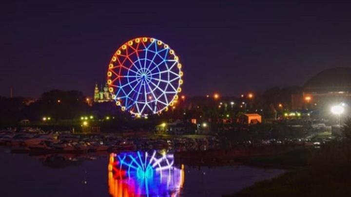 Мэр Ярославля показал разные подсветки колеса обозрения: 5 фото