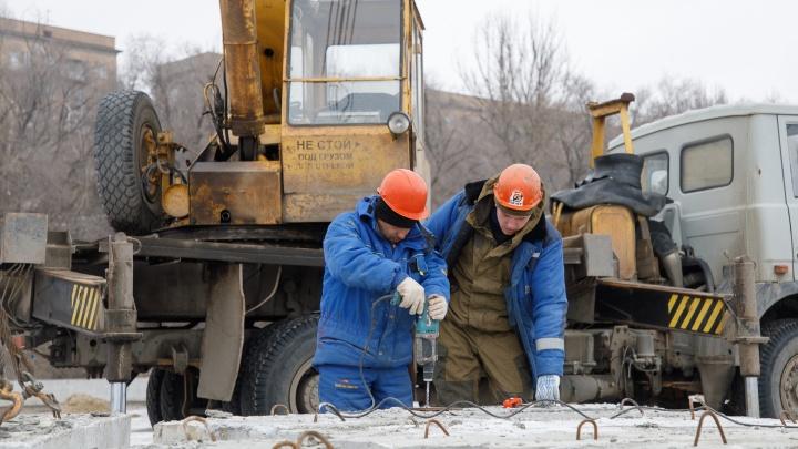 «Расскажите, что мы тут строим?»: набережную Волгограда прячут за двухметровым забором