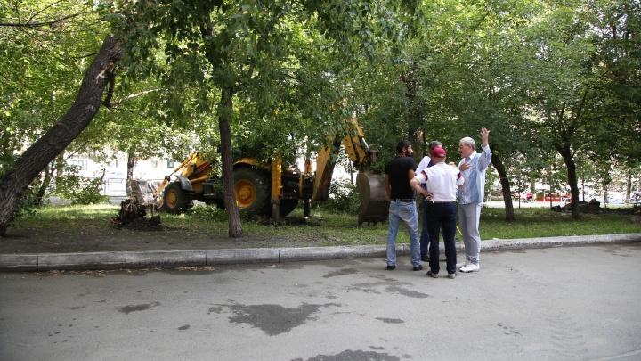 «Не хотят — не будем делать»: парковка и дорожки в сквере рассорили челябинцев и чиновников
