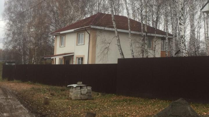 Под Екатеринбургом целая улица с домами оказалась под угрозой сноса из-за расширения свалки