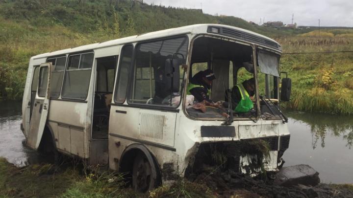 Автобус опрокинулся в Миндерле. 11 человек попали в больницу
