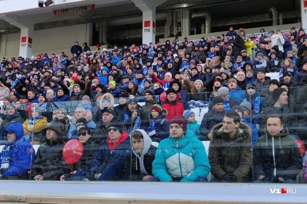 На трибунах 45-тысячного стадиона была занята только четвёртая часть мест