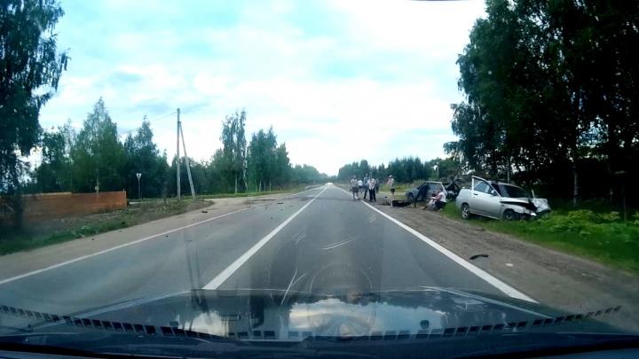 Мать обнимала дочь на обочине: в Ярославском районе в ДТП пострадал ребёнок