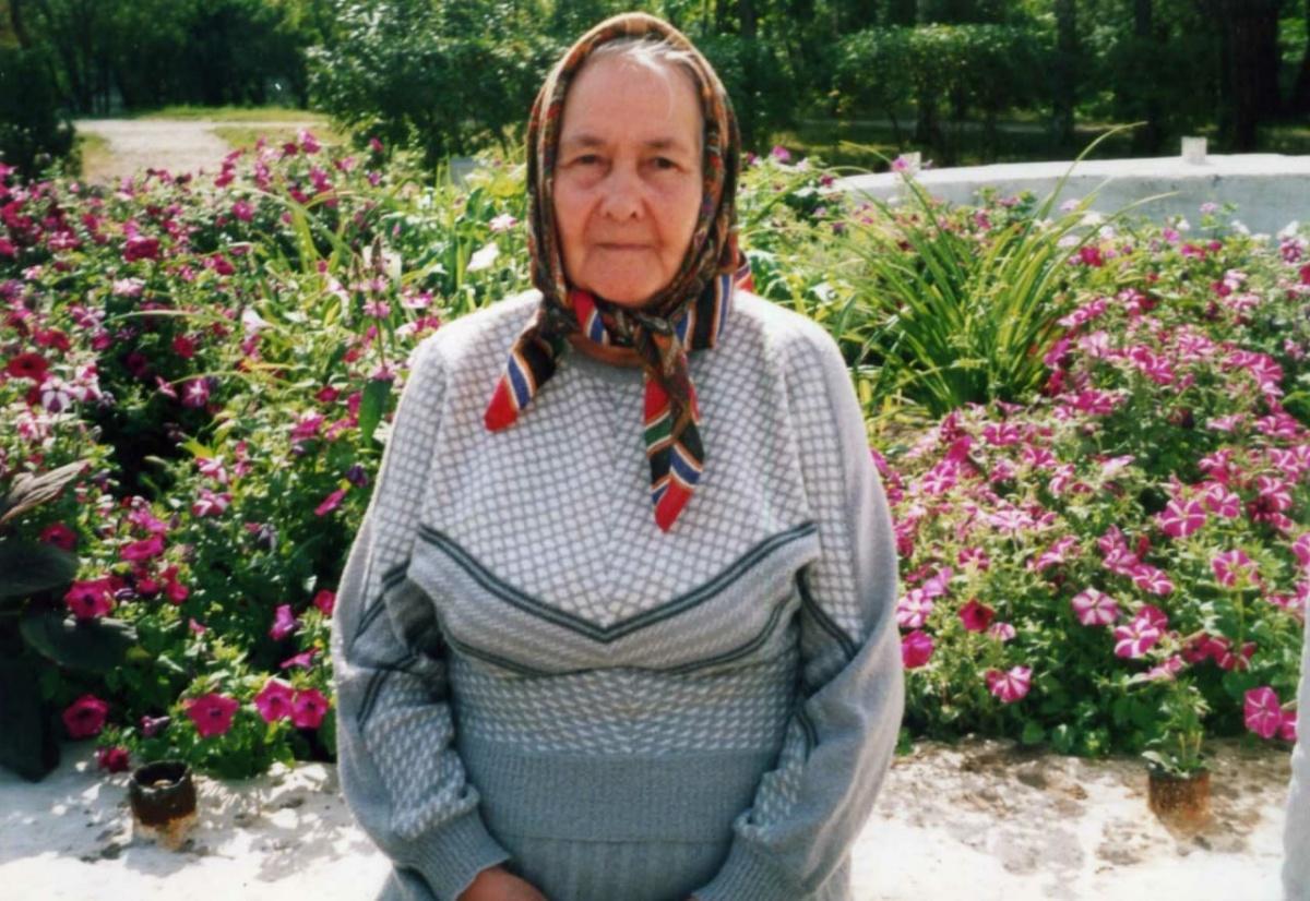 Хамдуня Бодеговна в 85 лет, хотя ей и было тяжеловато ходить из-за больных суставов, помогала родным