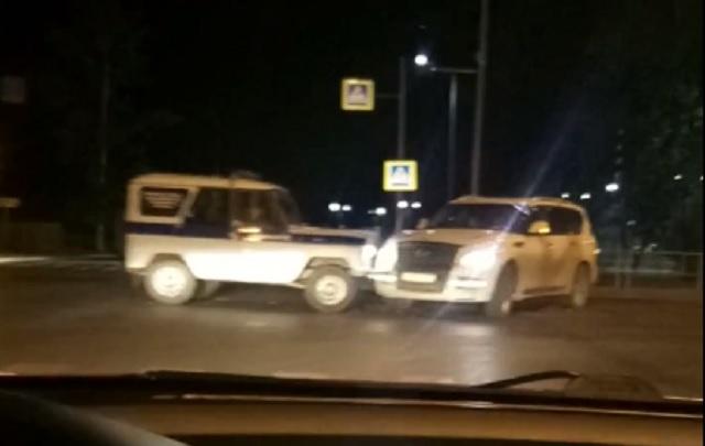 Безработный тюменец на Infiniti не пропустил полицейский УАЗ