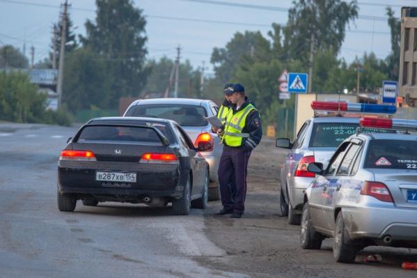 Во время рейда инспекторы поместили на штрафстоянки 17 машин и забрали 11 водительских прав