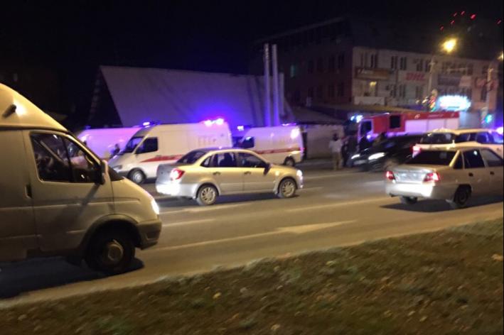 На место аварии приехали три машины скорой помощи