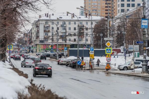 Проблемы на дорогах возникают из-за того, что днем всё тает, а ночью опять замерзает