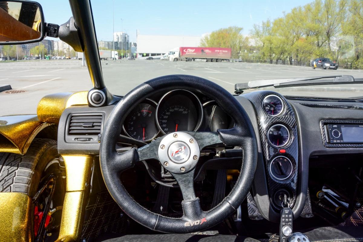 Примерно так водитель видит обстановку. Есть зеркала заднего вида