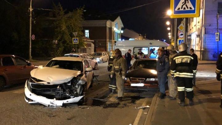 Машины всмятку: в ДТП в Рыбинске пострадали люди. Фото с места