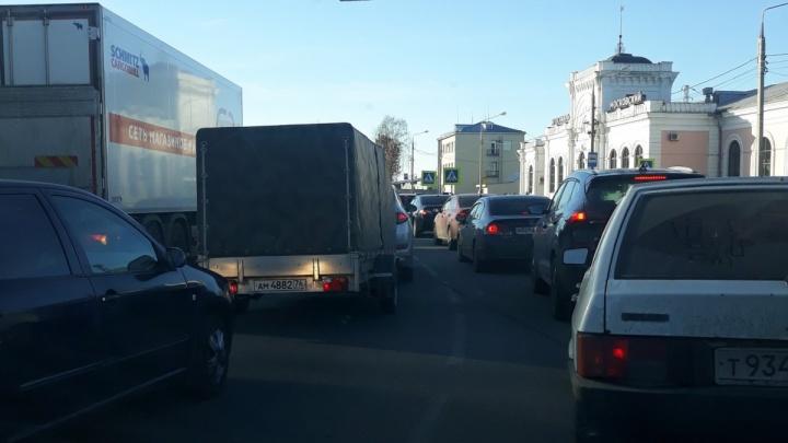 Новая «зелёная волна»: в Ярославле повторят эксперимент по смене светофорного режима на Московском