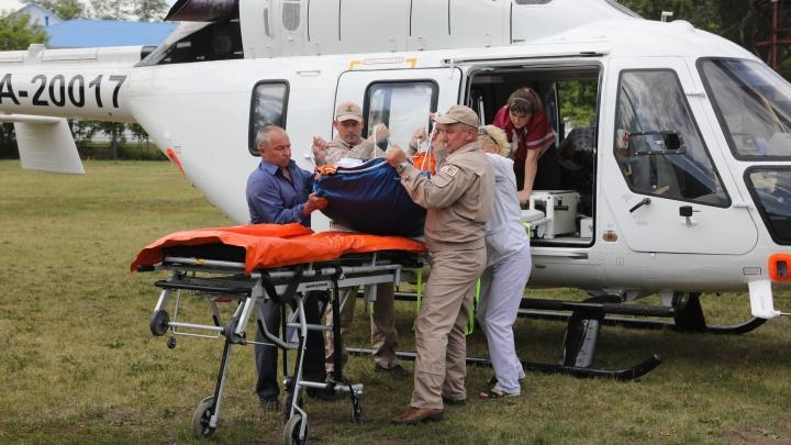 Наиболее пострадавшего в ДТП с автобусом на трассе М-5 доставили в Челябинск вертолётом