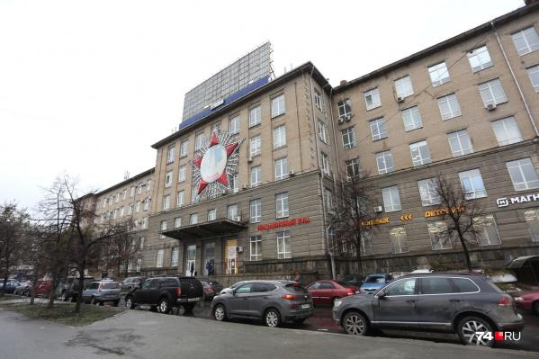 Теплотех на перекрёстке Победы и Кирова — одно из самых знаковых зданий Челябинска с богатой историей
