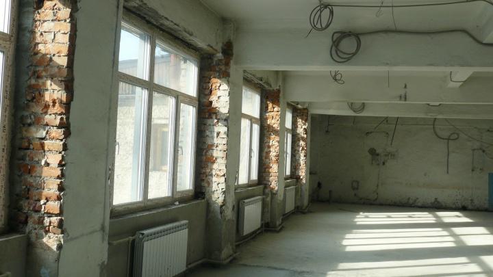 Власти Новосибирска закрыли на ремонт школу с 80-летней историей