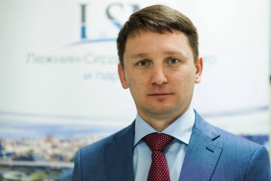 Председатель Адвокатского бюро «Лежнин, Сердюков и партнёры» Роман Лежнин оказывает юридическую помощь пострадавшим при пожаре