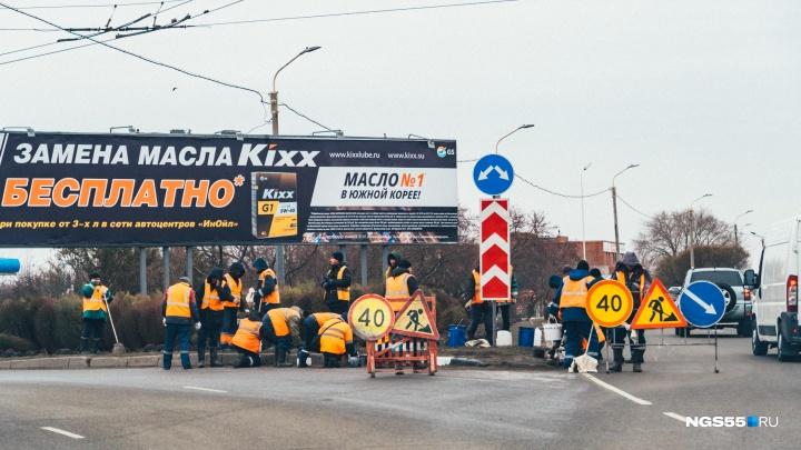 150 дорожников вышли очищать проезжую часть по пути из аэропорта