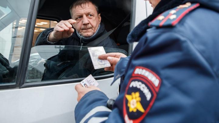 «Рухляди стало меньше»: полицейские отправили на штрафстоянку дряхлые маршрутки Волгограда