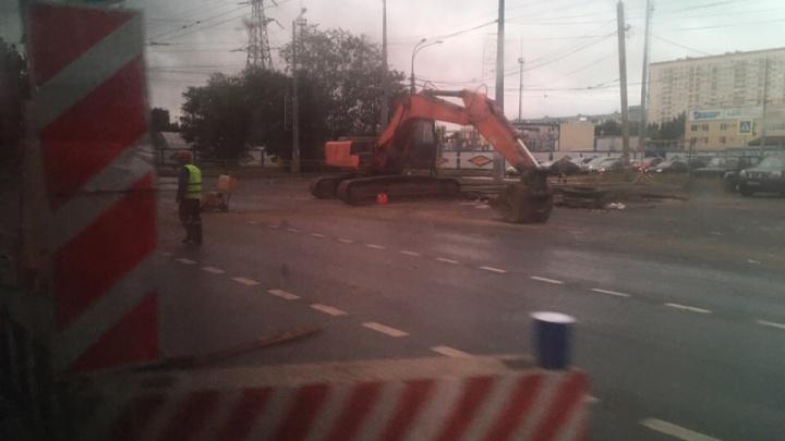 Встали «мертво»: Московское шоссе парализовало из-за ремонта теплосети