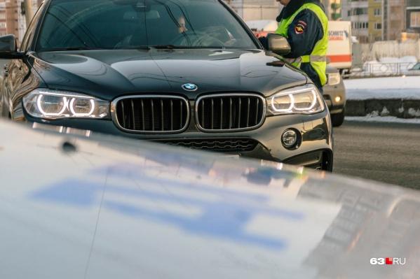 Ездить на автомобиле умершего человека выгодно — не нужно оплачивать штрафы