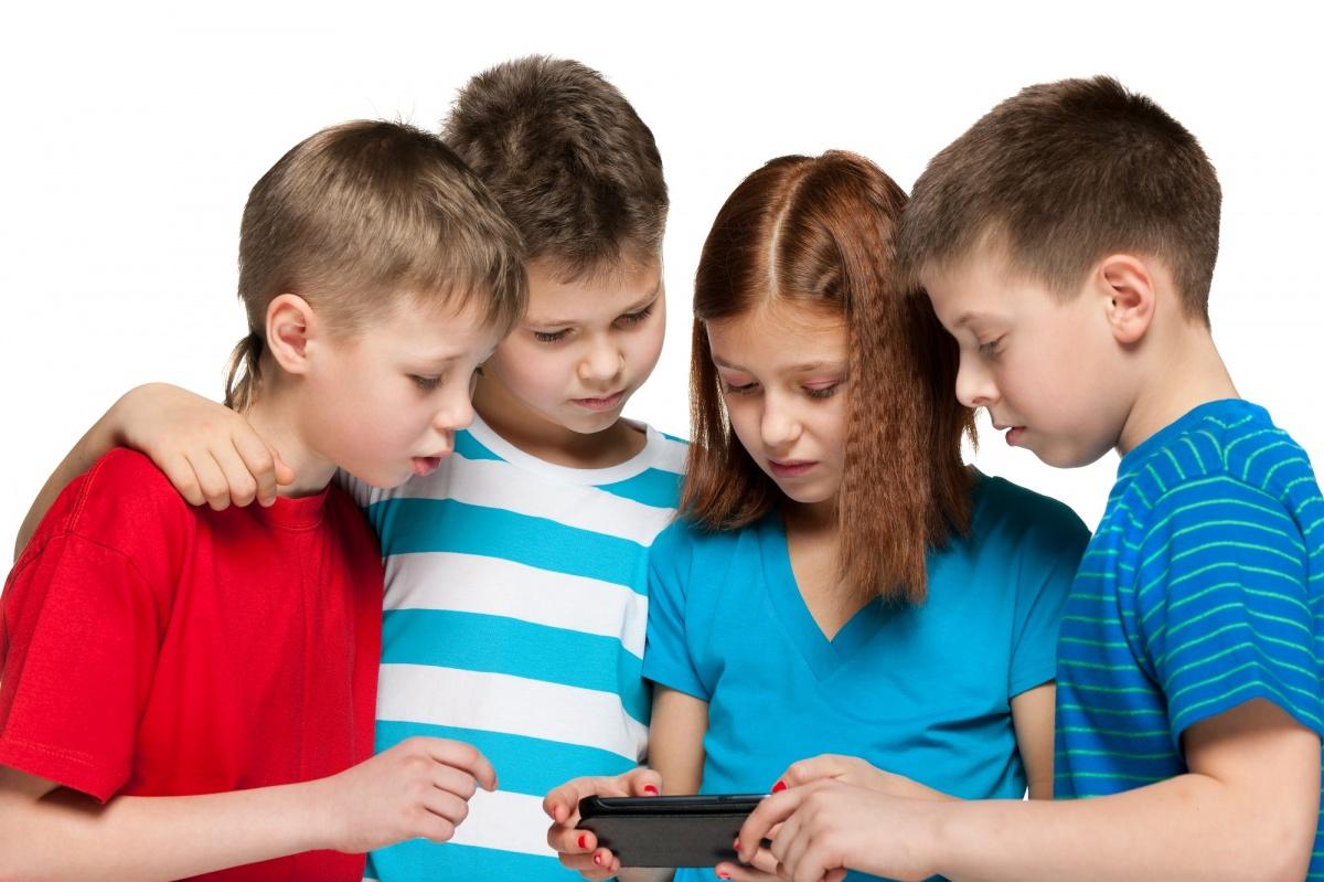 Для безопасности ребенка его нужно научить пользоваться самыми необходимыми мобильными услугами