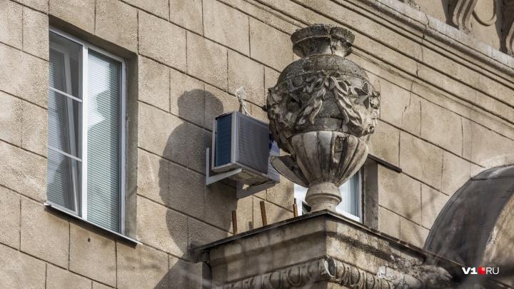 Терпеть ещё 10 лет: в Волгограде рушится исторический дом в центре города