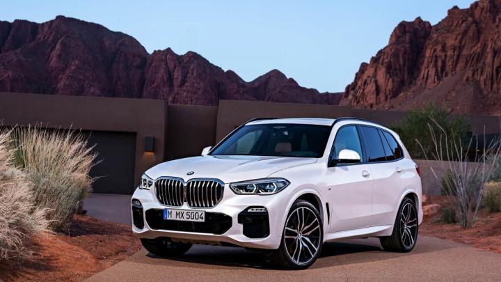Большой и с ноздрями: в Новосибирск привезли новые внедорожники BMW X5
