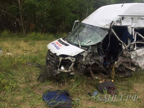 Фургон имикроавтобус попали вДТП натрассе Омск— Черлак