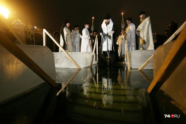На озере Смолино освятят воду около двух часов ночи 19 января. В прошлом году это сделал митрополит Григорий